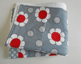 Dish Drying Mat / Dish Mat / Drying Towel in Gray with Red Flowers/ Dish Drying Mat / Fruit and Veggies Drying Mat