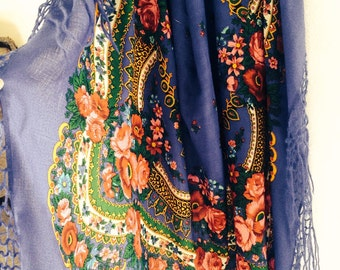 Flower shawl with fringes