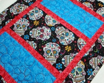 Day of the Dead Quilted Table Runner, Halloween Quilted Table Runner, Reversible Quilted Table Topper, Skulls Table Runner, Free US Shipping