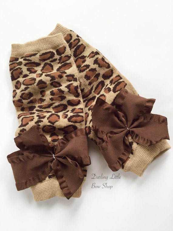 A fun way to finish a look, Leopard leg warmers are so much more than 'cute.' With elastic at the top and bottom, they pull on easily over skinny jeans or leggings.