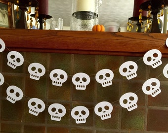 Paper SKULL Garland / Halloween Decor / 6ft White Skulls Garland / Day of the Dead / Halloween Party Decor /Halloween Garland / Halloween