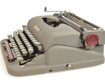SALE! Vintage 1950 Underwood Champion with Maroon Accents, Types Beautifully!
