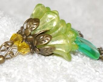 Lucite flower earrings. Art Nouveau. Art Deco. Green Aqua