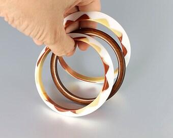 Saucer Bangles, Mod Spacer Bangle Stacking Bracelet Set of three, Cream Brown White Vintage jewelry