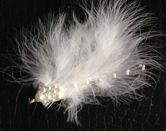 White Feathers & Pearls Hair Clip