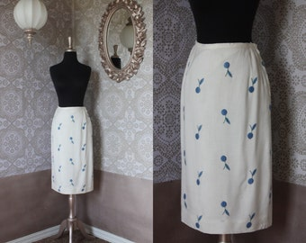 Vintage 1960's White Pencil Skirt with Blueberry Print Size M/L