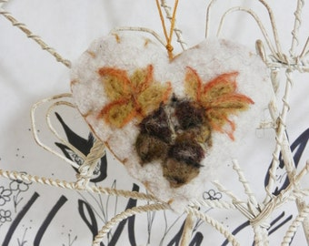 Needle felted heart ornament with acorns and leaves, wool brooch, pincushion, felt heart, fall heart, felt gift tag, Forget me not keepsake