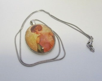 Vintage Lady Cabochon Necklace