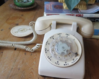 Vintage BELL Systems Vanilla Shabby Chic Rotary Dial Telephone Western Electric