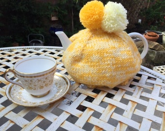 Stunning tea cosy Yellow and Cream
