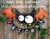 Screen Wire Black and White Welcome Halloween Bat Door Hanger Wreath, Halloween Wreath, Halloween Door Hanger, Halloween Wall Decor