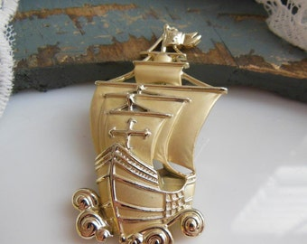 Vintage AJC Gold Sailing Ship Columbus Day Nina Pinta Santa Maria Brooch Pin