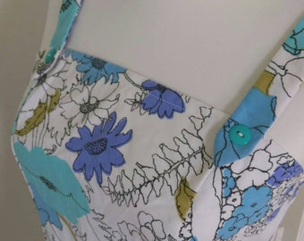 Back Button Womens/Juniors Flower Print on White Dress: Spring/Summer Flowers Dress with Teal Buttons down Dress Back.