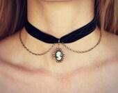 cameo choker, velvet choker, cameo choker, black cameo necklace, short necklace, velvet necklace, 90s fashion