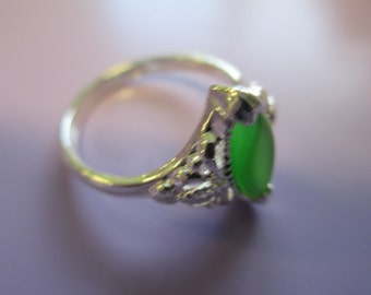 Vintage Jewelry green stone Ring  size 6 silver toned  stamped 925