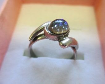 Vintage Jewelry blue glittered center Ring  size 7 1/2 silver toned  no markings