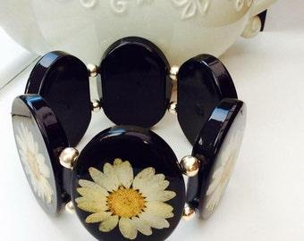 Beautiful daisy elasticated bracelet