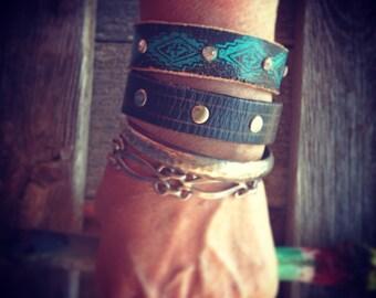 black leather bracelet with turquoise design, southwest jewelry, leather jewelry, tribal bracelet