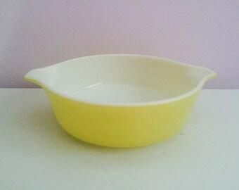 Vintage Pyrex Yellow 1 Pint Casserole #471