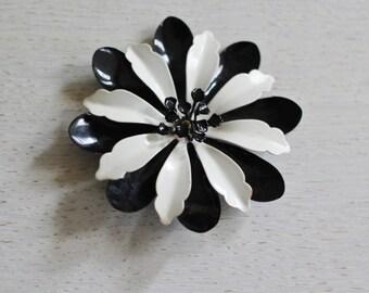 Sweet metal black and white pin