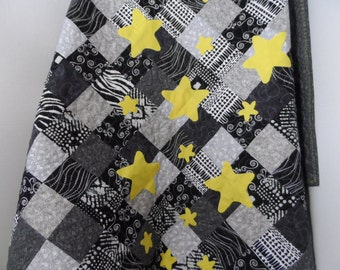 Baby Quilt - Patchwork Quilt - Crib Quilt  - Lap Quilt - Black and White Quilt - Star Quilt - Homemade Quilt - Patchwork Quilt