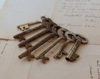 Antique Skeleton Keys - Rusty Keys - Lot of 7 - 1950's