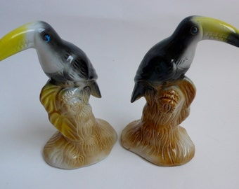 Vintage Pair of Toucan Figurines  Toucan Statuettes Tropical Bird Exotic Rain Forrest Majolica Style