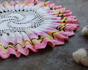 OOAK vintage crochet doily. colorful scalloped crochet doily. Fantastic vintage doily