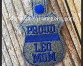 Proud LEO Mom - Back the Police Cop - Law Enforcement. Key Fob Support - Police Lives Matter