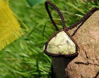 Unisex macrame necklace serpentine