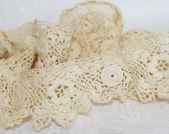 Vintage Bobbin Lace: Ornate Scalloped with Circles and Flowers
