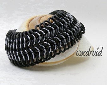 European Weave Chainmail Bracelet, Black and Ice Stretch Chainmaille Jewelry with Rubber Rings