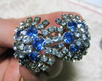 Vintage Rhinestone Clipon blue clear glass Boho Mod earrings Very good no condition issues