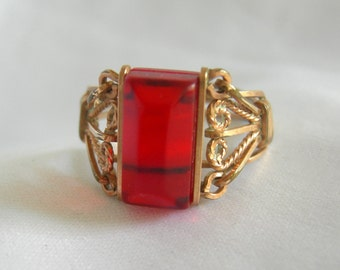 Gold Tone Red Stone Ring | Size 7 | Vintage