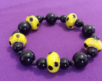 Bracelet: Yellow and Black Polkadot Lampworks Stretch Bracelet with Round Black Beads
