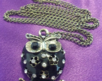 Simple But Elegant Tibetan Silver Chain Necklace with a Lovely Black Owl Crystal Pendant
