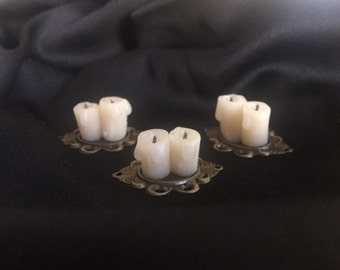 Melted Candles on Charger - Dollhouse Miniatures (C1)