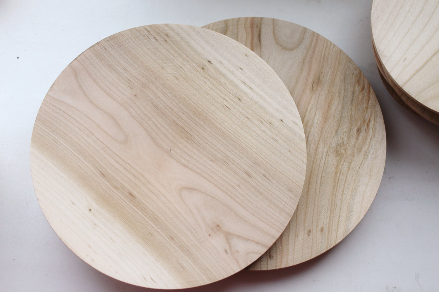 We have such great deals on wood plates, they are flying on the shelves! Come find the wood plates you are looking for.