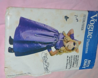 Vogue Craft 8475 Childrens Miss Piggy Costume and Mask Sewing Pattern  -  UNCUT - Size Sml - Med - Lrg  (2 - 12)