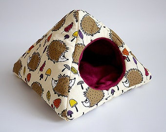 cosy cuddle pyramid for guinea pigs (hedgehogs in the forest/berry)