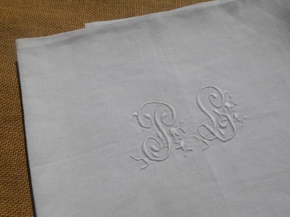 XL Victorian White Fine Linen Towel French Monogrammed High Quality Linen #sophieladydeparis