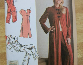 Simplicity 3968 Misses (size K5 8,10,12,14,16) and  (size Y5 18,20,22,24,26) robe, nightgown and long or short pajamas. Easy-to-sew!