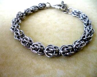 Chainmaille bracelet, sweet pea bracelet, anniversary gift, 10th anniversary gift, birthday gift