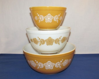 PYREX BUTTERFLY MIXING Bowls 401, 402 and 403 Nesting Bowls