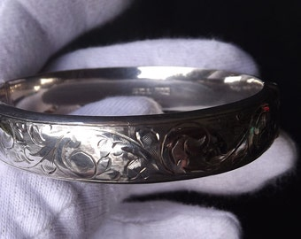 Young Ladies Vintage Stirling Silver Hinged Safety Chain Bangle Birmingham 1957 by Walker & Hall (No5)