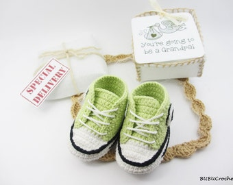 Pregnancy Announcement, Grandparent, Gender Reveal, Baby Booties, Green baby shoes, Size Newborn, Adorable Shower Gift, Choose your Color