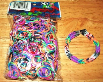 Rainbow Loom® Authentic Rubber Bands, Specialty Tie Dye Assorted Colors - 600-Band Package with 24 C-Clips and a FREE BRACELET!