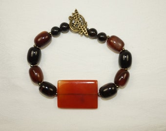 Handcrafted Carnelian Agate and Black Agate Bracelet