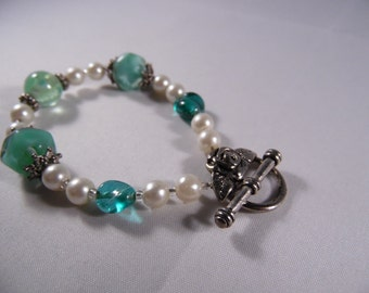 Silver Tone Bracelet With White Pearls And Glass Beads Light Green.