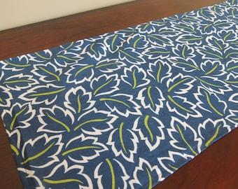 TABLE RUNNER Blue, Green Leaves